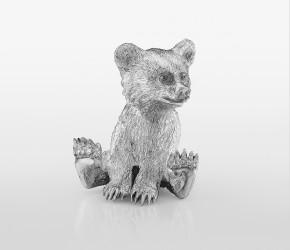 Сидящий медвежонок